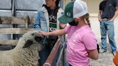 FFA Students Show their Animals to E.C. Best Students